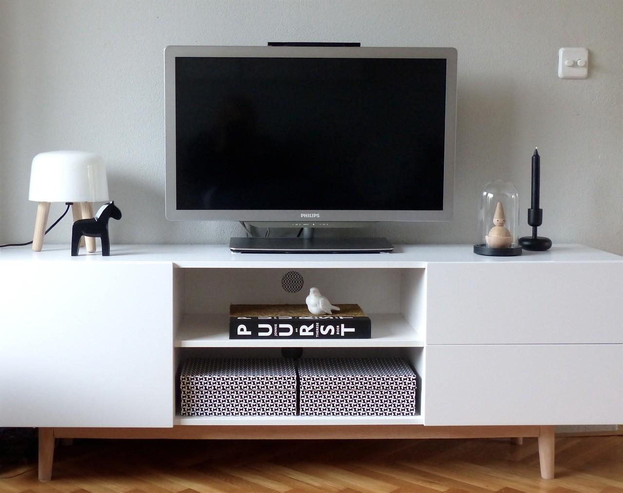 24Designs TV Meubel Aalborg - 160x40x55 - Mat Wit - Eiken Poten