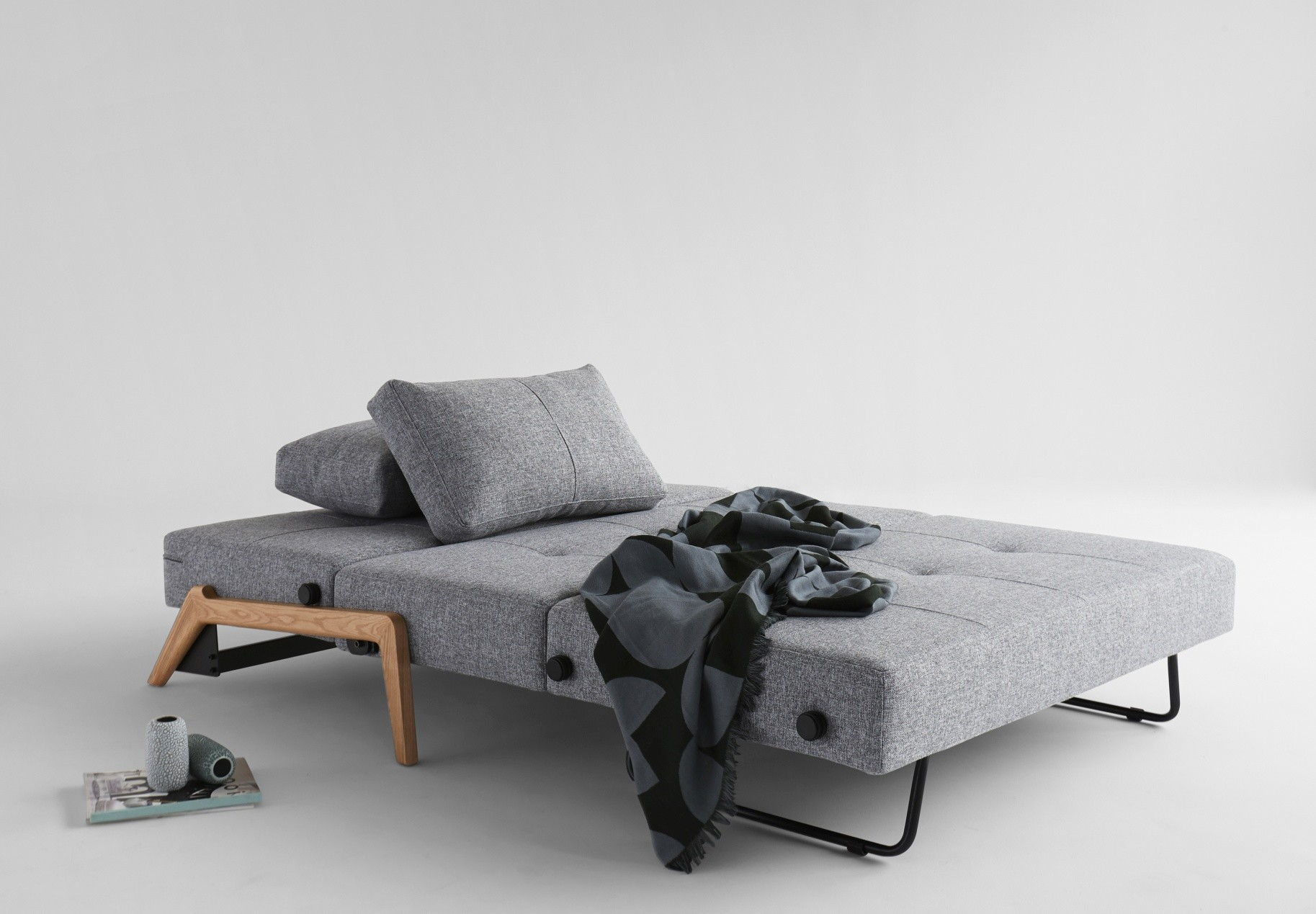 Innovation Slaapbank Cubed 140 - Eikenhouten Poten - Twist 565 Grijs